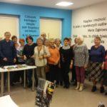 Uczestnicy spotkania z poetą Mariuszem Hantke i osobami towarzyszącymi