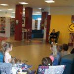 Dzieciom czyta pani Małgorzata Ciszek