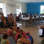 Sołtys Mieczyna czyta w ramach akcji CPCD