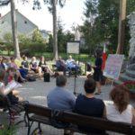 Narodowe Czytanie 2019 z pisarką Moniką Sawicką - czyta uczennica SP w Czostkowie