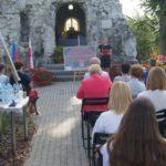 Narodowe Czytanie 2019 z pisarką Moniką Sawicką - czyta uczennica SP w Cieślach